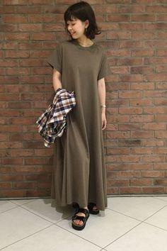 追加入荷☆フレアヘム度詰めマキシワンピース  1枚でさらりと着るだけでステキなワンピースです。生地も薄すぎないので1枚で着ても透け感が気にならない点もポイントです!