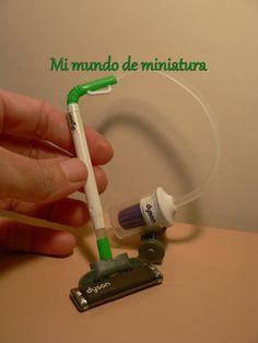 Mi mundo de miniatura: Aspirador Dyson y secador.