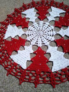 Vintage granny square christmas tree free crochet pattern v Crochet Christmas Trees, Christmas Crochet Patterns, Free Crochet Doily Patterns, Crochet Motif, Lace Doilies, Crochet Doilies, Crochet Tablecloth, Green Tablecloth, Crochet Home