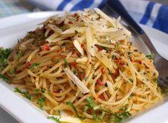 Recept Spaghetti aglio olio e peperoncino Penne, Pasta, Tortellini, Aglio Olio, Spaghetti, Food And Drink, Ethnic Recipes, Rice, Lasagna