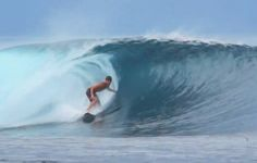 http://surf-report.co.uk/budes-liam-turner-samples-the-surf-in-the-maldives-772/
