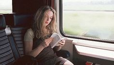 Julie Delpy in Before Sunrise Julie Delpy, Before Sunrise Trilogy, Before Trilogy, Beatles, Book Gif, Frankie Magazine, Before Midnight, What Book, Woman Reading