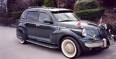 old style pt cruisers-If I cant have a classic car I might as well make my car . Chrysler Pt Cruiser, Chrysler 300m, Chrysler Airflow, Pt Cruiser Accessories, Cruiser Car, Dodge Trucks, My Ride, Amazing Cars, Custom Cars