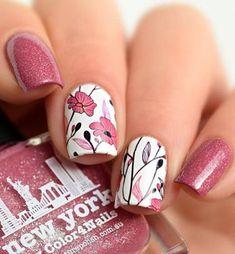 """Im Frühling ist """"Blossom"""" die Farbe für deine Nägel. Bei dieser Variation gibt es sogar Glitzer dazu! Und das Nailart Flowerpattern ist besonders toll!"""