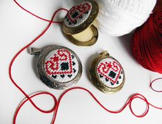 Martisoare traditionale cusute Jewerly, Crochet Earrings, Folk, Embroidery, Traditional, Gifts, Jewlery, Needlepoint, Presents