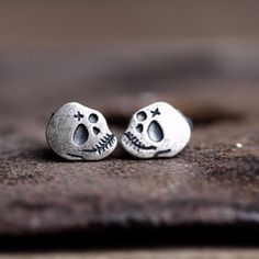 Silver stainless steel Gothic vintage style heart stud single earring unisex