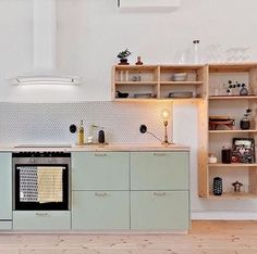 40 Top Inspiring Scandinavian Kitchen Shelves Ideas - Page 3 of 40 Kitchen Interior, New Kitchen, Kitchen Decor, Mint Green Kitchen, Kitchen Ideas, Pastel Kitchen, Kitchen Dinning, Dining, Küchen Design