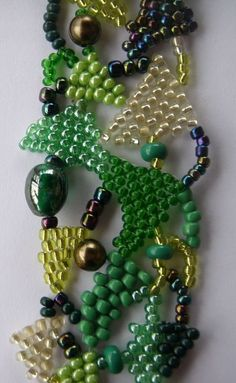 Free-form Peyote - 2 free downloads: the first for making small components and then how to fasten them together.  Not for beginnerss ~ Seed Bead Tutorials