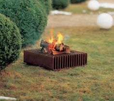 FEUER.WERK' (staal, LxBxH : 50 x 50 x 17 cm) (in voorraad) Outdoor Fire, Outdoor Living, Outdoor Decor, Outdoor Furniture, Bbq Stove, How To Build A Fire Pit, Backyard Hammock, Smoke Bbq, Welding And Fabrication