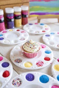 Decoração de cupcake- diy - Ideias para atividades e oficinas em festas infantis que você pode fazer em casa   Macetes de Mãe