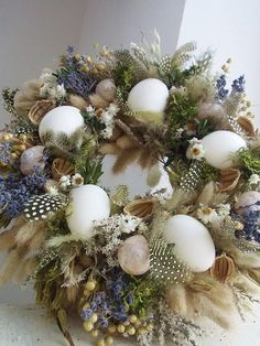 S levandulí a vajíčky . Diy Projects Easter, Easter Crafts, Easter Wreaths, Holiday Wreaths, Wreath Watercolor, Diy Wreath, Flower Arrangements, Diy And Crafts, Simple Desk