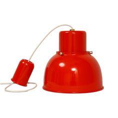 Odnowiona, igła, polska lampa sufitowa. Czerwień strażacka, pełny połysk. Choć nieduża nie da się nie…