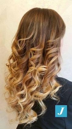 Originali sfumature. #cdj #degradejoelle #tagliopuntearia #degradé #welovecdj #igers #naturalshades #hair #hairstyle #haircolour #haircut #fashion #longhair #style #hairfashion