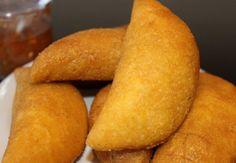 Empana di karni (pasteitjes van maïsmeel en gehakt)   Antilliaans-eten.nl
