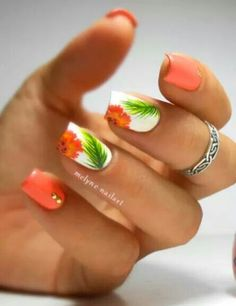 Nail Art Summer 2019 Tropical nails nail art by melyne nailart Best Art Pins Nail Art Tropical, Tropical Flower Nails, Tropical Nail Designs, Style Tropical, Diy Nails, Cute Nails, Pretty Nails, Hawaiian Nails, Vacation Nails