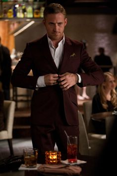 Made To Measure Ryan Gosling Maroon Suit. Buy This Burgundy Suit made with Premier Quality Fabric and Experience Excellent Pre/Post Sales Support Estilo Ryan Gosling, Ryan Gosling Suit, Ryan Gosling Style, Maroon Suit, Burgundy Blazer, Red Suit, Burgundy Dress, Maroon Blazer, White Dress