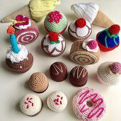 Weekend dessert #hækle #hæklet #hækling #virke #virkning #crochet #crocheting #hækledekagerogsødesager #hækletkage #hækledecupcakes #hæklethurtigmad #hækletlegemad #legemad #hækletmad #crochetfood #crochetcupcake #crochetcake #crochetplayfood #playfood #amigurumi #amigurumifood #crochetersofinstagram #cupcakebyme Crochet Cake, Crochet Wool, Love Crochet, Hama Beads Patterns, Beading Patterns, Crochet Patterns, Food Patterns, Yarn Bombing, Play Food