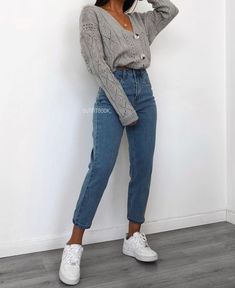 shirts over hoodie outfit women / shirts over hoodie outfit women Cute Casual Outfits, Simple Outfits, Summer Outfits For Moms, Cute Everyday Outfits, Winter Fashion Outfits, Look Fashion, Uni Fashion, Outfit Winter, Outfit Summer