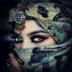 You can guess my eyes very much like to know how you feel Arabian Eyes, Arabian Makeup, Arabian Beauty, Beautiful Hijab, Beautiful Eyes, Beautiful Pictures, Arab Women, Exotic Beauties, Pretty Eyes