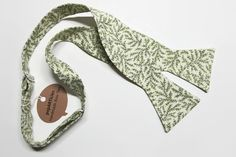 Freestyle Light Green Floral Bow Tie Handmade with 100% Cotton, Men's Self-Tie Bow Tie in Sage Leaf Pattern 10% off with promo code PIN10 #popARTicles #floralbowtie #greenwedding