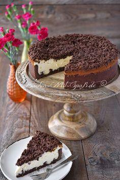 Russischer Zupfkuchen - mit Quark-Eier-Masse und Kakao-Mürbeteig(-Auflage) - http://www.backen-mit-spass.de/rezepte-kaesekuchen/624-rezept-fuer-russischer-zupfkuchen