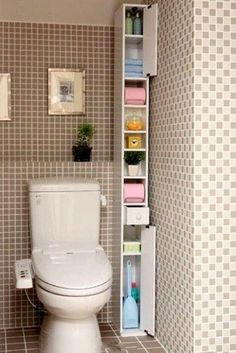 ☺ Have you seen this small bathroom idea? Discover numerous small bathroom design ideas in our post: storage, design, remodel, before and after… Small Bathroom Storage, Rv Bathroom, Toilet Storage, Cabinet Storage, Small Bathrooms, Lid Storage, Small Bathroom Cabinets, Bath Storage, Budget Bathroom