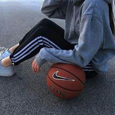 gambar ditemukan oleh ليليا. Temukan (dan simpan!) gambar dan videomu di We Heart It Basketball Tumblr, Basketball Pictures, Love And Basketball, Basketball Sayings, Basketball Plays, Basketball Party, Basketball Workouts, Basketball Tattoos, Basketball Videos