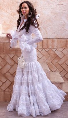 spanish style homes bedrooms Spanish Dress Flamenco, Flamenco Skirt, Flamenco Dresses, Spanish Girls, Spanish Style, Latin Wedding, Boho Wedding, Flamenco Costume, Mexican Dresses
