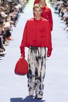 Louis Vuitton Spring 2019 Menswear Fashion Show Collection: See the complete Louis Vuitton Spring 2019 Menswear collection. Look 33