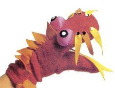 Aprenda a fazer marionetes e fantoches usando um par de meias velhas e transforme num furioso dragão.