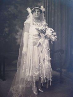 Vintage Groom, Chic Vintage Brides, Vintage Wedding Photos, 1920s Wedding, Vintage Weddings, Vintage Bridal, Vintage Photos, Wedding Art, Wedding Album