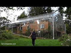 Couple surrounds eco-home with greenhouse to keep it warm (Video) : TreeHugger