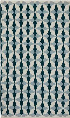 Ihr Gespür für Farben und Formen wird auch an der Etruria Kollektion deutlich. Das Muster ist fantastisch abstrakt und bunt, dominiert aber nicht den Raum. Jeder Teppich ist zu 100 Prozent aus Wolle - ein echter Zehenschmeichler.