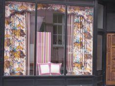 Shaped flat pelmet with grosgrain trim Soft Furnishings, Decor, Window Treatments, Inspiration, Curtains, Home, Furnishings, Zig Zag, Home Decor