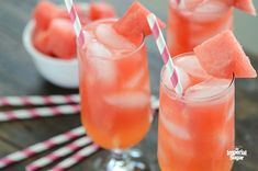 Watermelon Coconut Cocktail - This watermelon cocktail offers lots of hydration .Watermelon Coconut Cocktail - This watermelon cocktail offers lots of hydration (coconut water!) And some fun, too (rum!) For the perfect summer drink Homemade Strawberry Lemonade, Flavored Lemonade, Peach Lemonade, Watermelon Lemonade, Watermelon Pig, Watermelon Cocktail, Basil Lemonade, Orange Cocktail, Watermelon Recipes