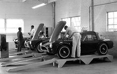 vintageclassiccars: AC Cobra production line, small cars and small production numbers. Ac Cobra, Ford Shelby Cobra, Shelby Gt 500, Shelby Car, King Cobra, Ford Mustang, Ford Gt, Shelby Mustang, Mustang Cobra