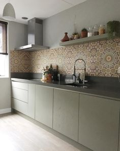 21 Ideas For Home Desng Ideas Cabinets Apartment Bathroom Design, Apartment Kitchen, Home Decor Kitchen, Kitchen Interior, Modern Kitchen Tiles, Industrial Kitchen Design, Kitchen Colors, Backsplash Kitchen White Cabinets, Kitchen Splashback Tiles