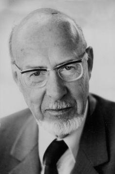 Titus Burckhardt est un membre de premier plan de l'école pérennialiste. Il est l'auteur de nombreuses œuvres portant sur l'ésotérisme, l'alchimie, le soufisme, etc.