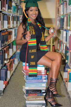 Nursing Graduation ideas Source by jesseromimora. Nursing Graduation Pictures, Graduation Picture Poses, College Graduation Pictures, Nursing School Graduation, Graduation Portraits, Graduation Photoshoot, Graduation Photography, Graduation Ideas, Grad Pics