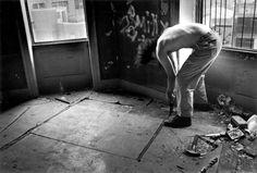 "F4 - Gordon Matta-Clark, ""Garbage Wall for Fire Boy at the Brooklyn Bridge"" (1971)"