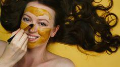 Heute gibt es drei besonders einfache und günstige Skincare Hacks & DIYS zum Ausprobieren und Nachmachen!Hier findet ihr neben dem Video auch die genauen Rezepte und noch ein paar weitere Infos bezüglich Wirksamkeit und Verträglichkeit für die verschiedenen Hauttypen.Ich habe die Masken, das Peeling und auch den Toner über einen längeren Zeitraum getestet und kann diese natürliche Alternative wirklich empfehlen. Wie ihr wisst ist Hautpflege inzwischen der wichtigste Teil meiner…