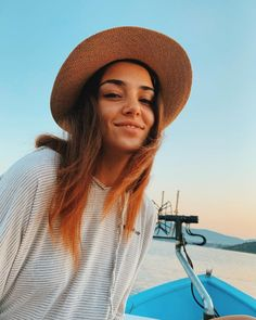 Image may contain: one or more people, sky, hat, outdoor and closeup Turkish Fashion, Turkish Beauty, Fashion Now, Girl Fashion, Friends Fashion, Fashion Ideas, Hande Ercel, Autumn Photography, Turkish Actors
