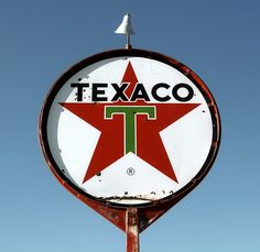 I live on the same block where this old Texaco sign is in Filer Idaho. Advertising Signs, Vintage Advertisements, Vintage Ads, Old Gas Pumps, Vintage Gas Pumps, Pompe A Essence, Old Gas Stations, Filling Station, Porcelain Signs