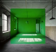 georges rousse / imagine a cafe \ standing at the bar + watching into the green situation Stage Design, Public Art, Optical Illusions, Retail Design, Oeuvre D'art, Installation Art, Sculpture Art, Interior Architecture, Contemporary Art