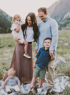 Mountainside Family Photos in Utah filled with adorable moments and super cute outfits – Inspired By This