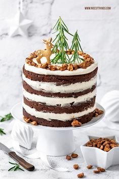 Winter cake with roasted peanuts and caramel Sweet Recipes, Real Food Recipes, Cake Recipes, Dessert Recipes, Winter Torte, Winter Cakes, Naked Cakes, Roasted Peanuts, Food Cakes