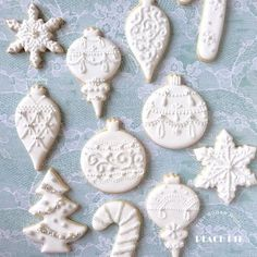 Cupcakes Decoration White Desserts New Ideas White Christmas Ornaments, Christmas Sugar Cookies, Christmas Sweets, Holiday Cookies, Christmas Baking, Christmas Recipes, White Christmas Desserts, White Desserts, Fancy Cookies