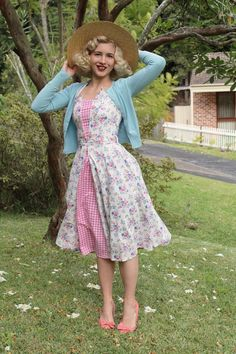 The combination of pink gingham and pastel blue is back, it is unintentional but I keep putting the two together! Dress With Cardigan, Cardigan Fashion, Modern Vintage Fashion, Retro Fashion, Womens Fashion, 1950s Outfits, Vintage Outfits, Picnic Dress, Frock Fashion