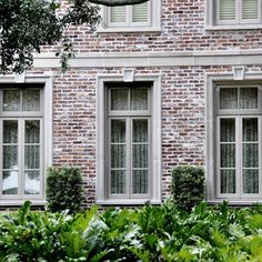 Brick color San Luis M White Mortar Concave Smear Technique Exterior House Colors, Exterior Paint, Exterior Design, White Wash Brick Exterior, Home Exterior Makeover, Exterior Remodel, Painted Brick Exteriors, Brick Colors, Concave