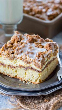 Coffee Cake recipe that you will make over and over again. A buttery cake, toppe… Coffee Cake recipe that you will make over and over again. A buttery cake, topped with cinnamon filling, vanilla cheesecake and a sweet streusel topping. Delicious Cake Recipes, Yummy Cakes, Dessert Recipes, Homemade Desserts, Recipes Dinner, Pasta Recipes, Crockpot Recipes, Soup Recipes, Vegetarian Recipes